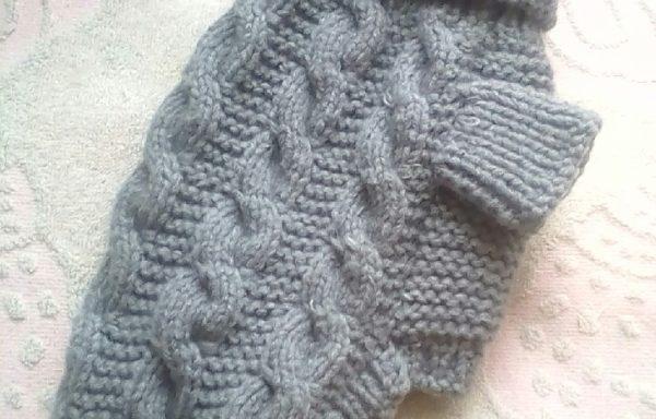 Авторский вязаный свитер для животных.